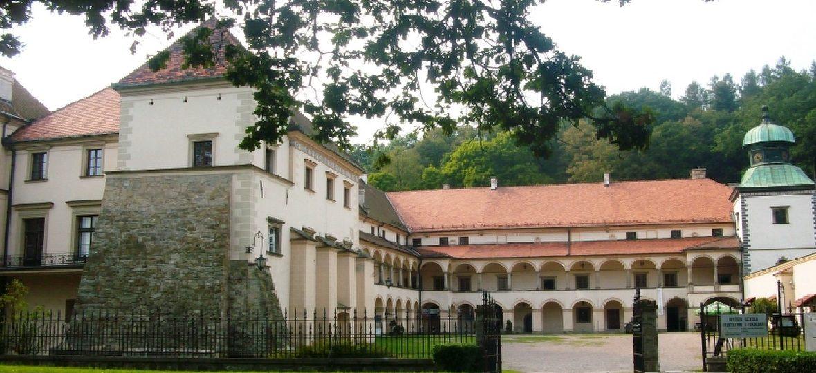 Высшая школа туризма и экологии в Суха-Бескидзка